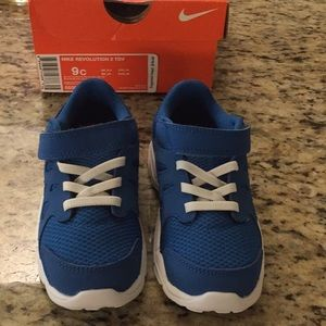 New 9C Nike Revolution Boys Sneakers